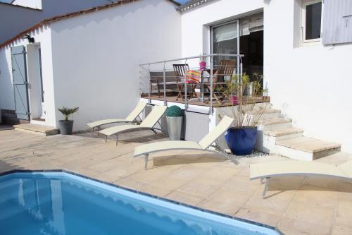 location ile de r charmante r taise piscine chauff e st martin de r. Black Bedroom Furniture Sets. Home Design Ideas