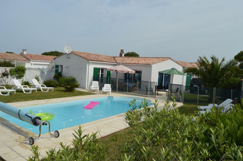 Location ile de r villa avec piscine privee chauffee 8 for Piscine venelle