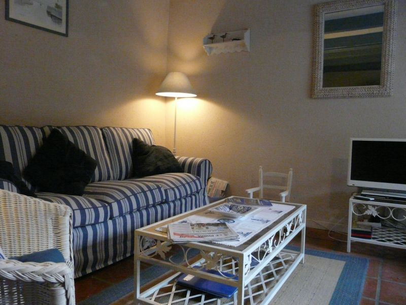 Location ile de r plein coeur du village charmante for Venelle salon