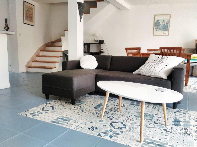Location ile de r maison individuelle venelle typique for Venelle salon