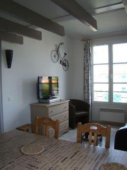 location ile de r duplex dans r sidence avec piscine proche plage et commerces. Black Bedroom Furniture Sets. Home Design Ideas