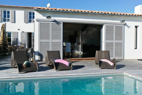 location ile de r villa grand standing 9 personnes piscine chauff e spa. Black Bedroom Furniture Sets. Home Design Ideas