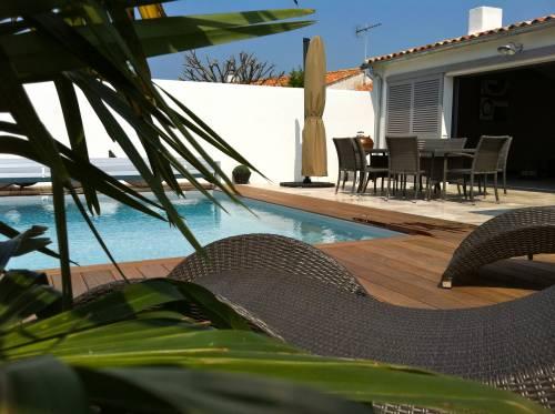 location ile de r villa d 39 architecte 8 personnes avec. Black Bedroom Furniture Sets. Home Design Ideas