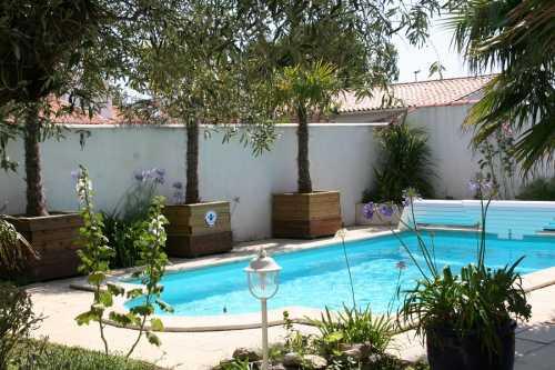 location ile de r belle maison avec piscine priv e et chauff e. Black Bedroom Furniture Sets. Home Design Ideas