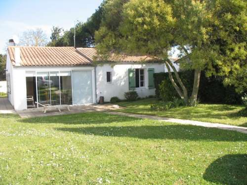 Location ile de r maison de plain pied agr able for Jardin 500m2