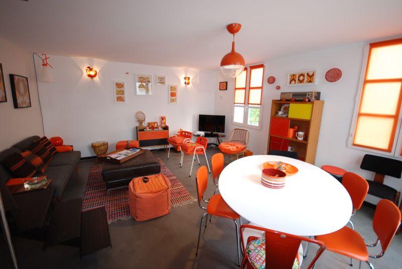 location ile de r maison ancienne r nov e style vintage. Black Bedroom Furniture Sets. Home Design Ideas