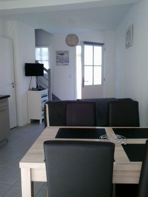 location ile de r un petit coin de paradis pour deux tarif int ressant. Black Bedroom Furniture Sets. Home Design Ideas