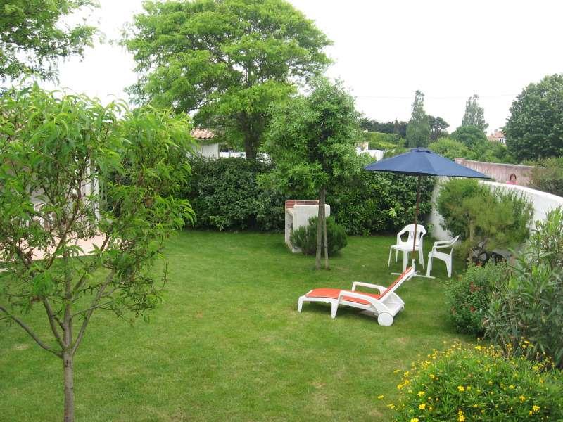 Location ile de r photos location les portes for Jardin 300m2