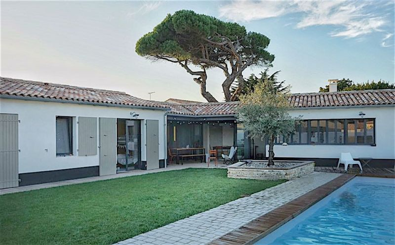Location ile de r belle maison d 39 architecte 170 m2 au for Piscine venelle