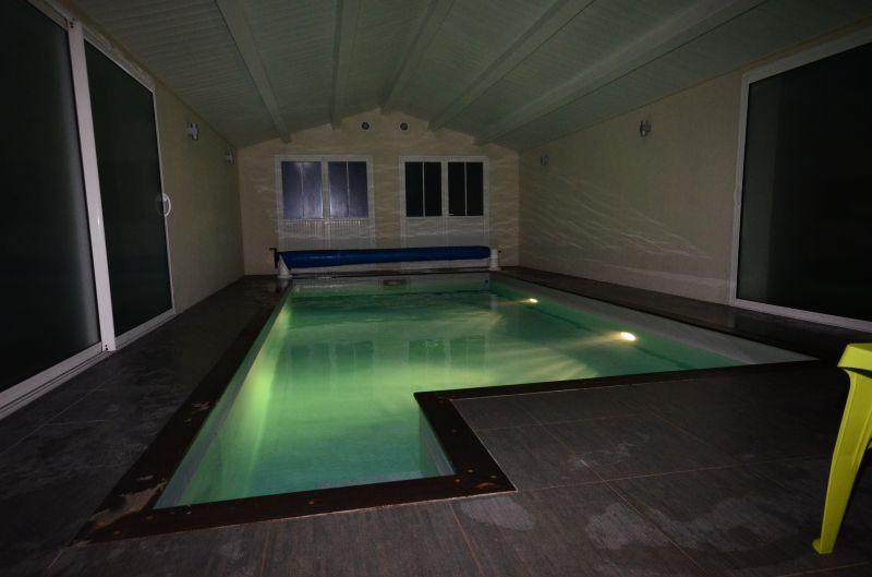 Location ile de r villa 12 personnes avec piscine for Piscine creusee interieure