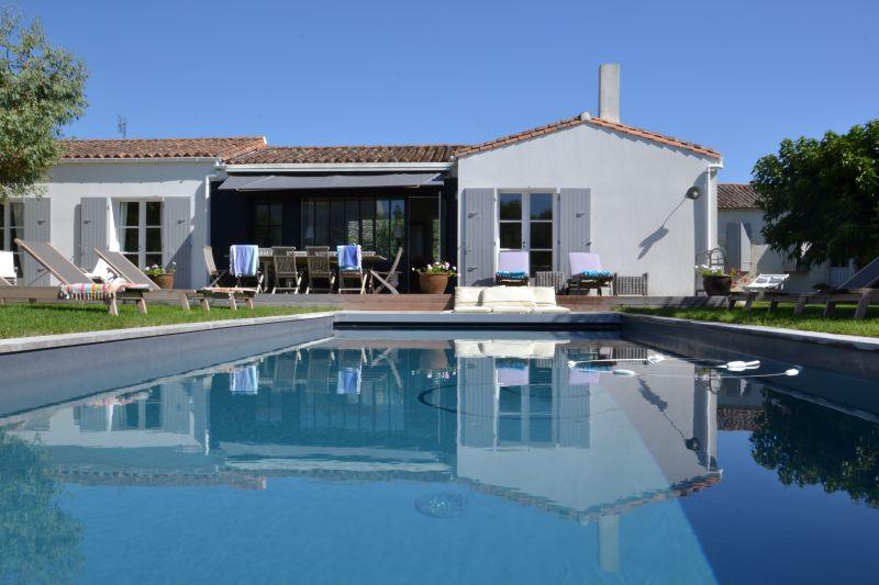 Location ile de r maison avec grand jardin et piscine for Location maison ile de re derniere minute