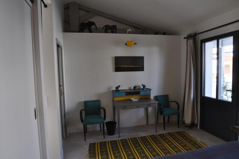 location ile de r superbe villa avec piscine au coeur du village de loix. Black Bedroom Furniture Sets. Home Design Ideas