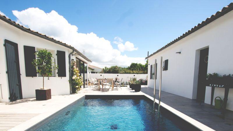 le patio la piscine vue des chambres clmatite et ronsard - Chambre D Hote Avec Piscine