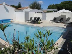Ile de r location 1998 locations vacances maison for Piscine venelle